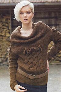1387462336_pulover-s-obemnym-vorotnikom-i-ksami-na-grudi