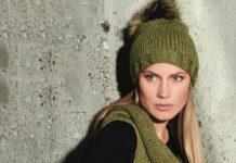 вязание женской шапки спицами