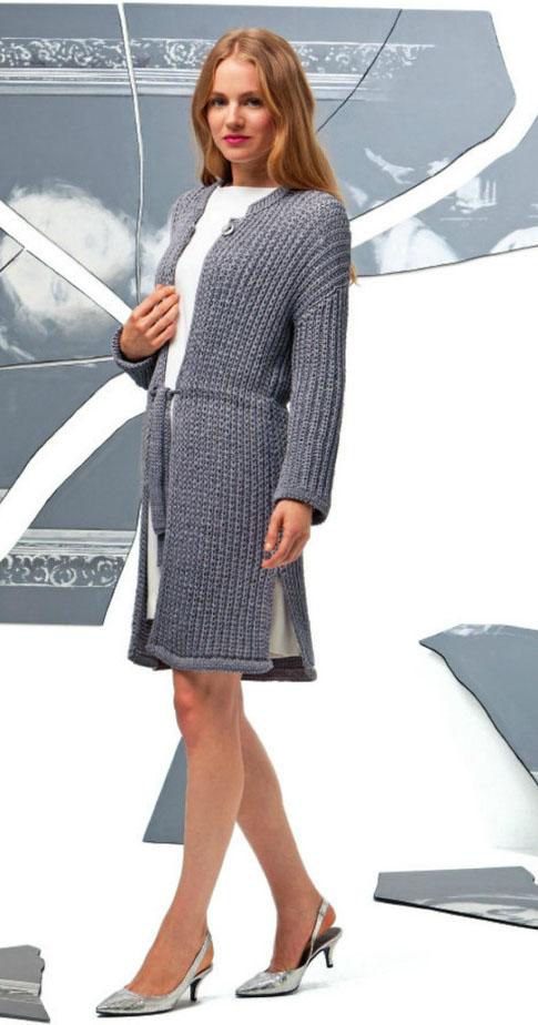 серое удлиненное пальто спицами