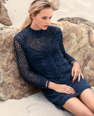 Вязаное мини платье с косами и сетчатой горловиной
