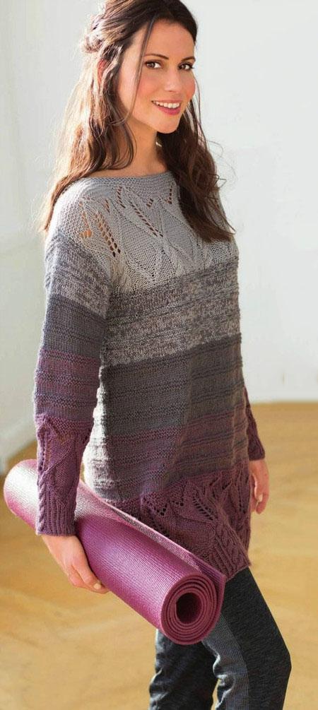 Удлиненный свитер спицами с полосатым узором