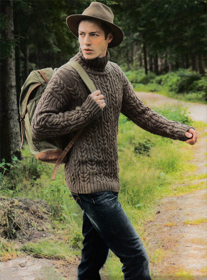 Мужской свитер спицами с узором из кос
