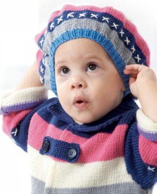 Пальто и берет в полоску спицами для детей