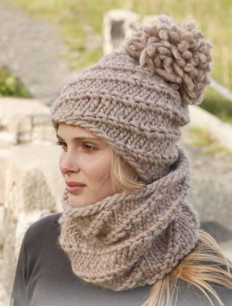 Вязаный комплект объемная шапочка и теплый снуд