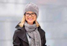 Вязаный комплект шапочка, шарфик и длинные перчатки