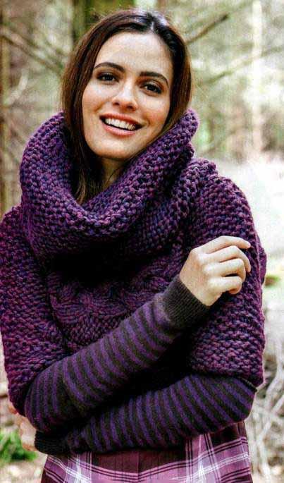 Укороченный пуловер спицами с объемным воротником