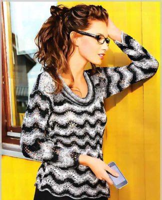 Полосатый пуловер спицами с волнистым узором