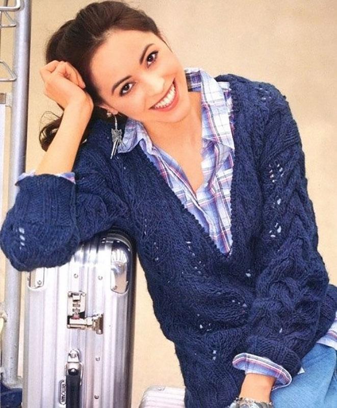 Женский пуловер спицами с глубоким V-образным вырезом схема вязания с подробным описанием бесплатно