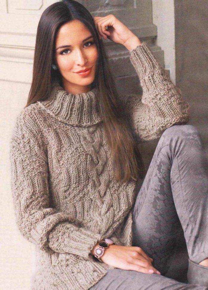 Женский свитер спицами с косой по центру
