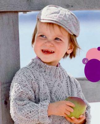 Узорчатый пуловер спицами для мальчика