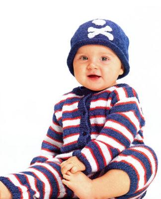 Полосатый комбинезон и шапочка для малыша спицами