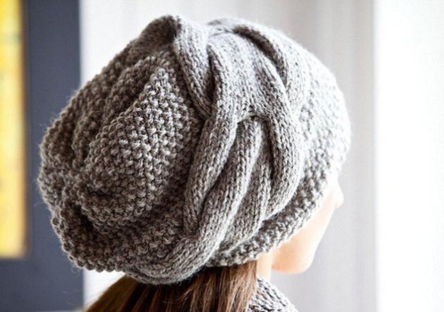 Стильная шапка спицами в стиле Бохо схема вязания спицами