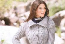 Вязаное пальто спицами на пуговицах с отложным воротником