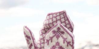 Жаккардовые варежки спицами с молочно-лавандовым орнаментом