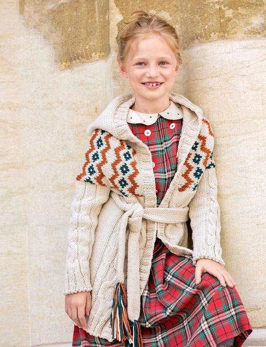 Детское пальто спицами для девочки с жаккардовым узором