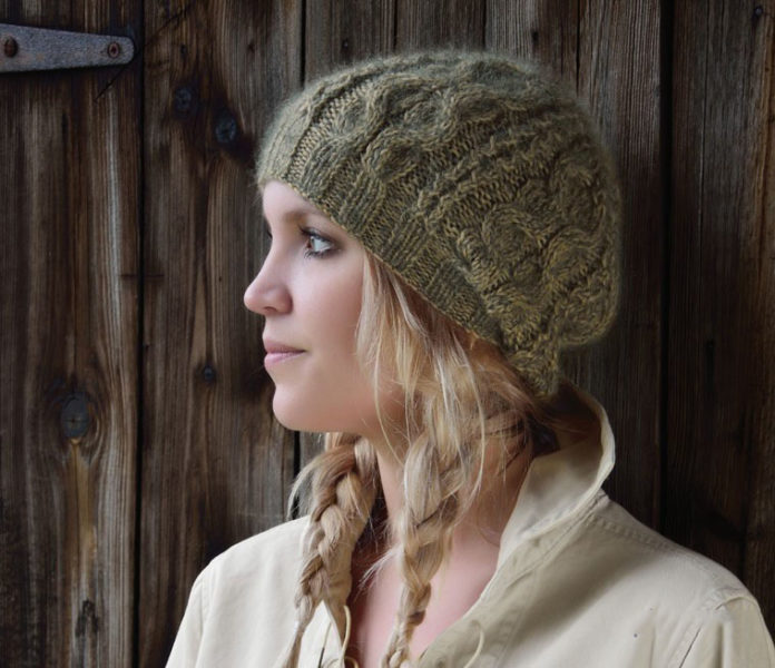 Дизайнерская шапочка спицами с узором из кос от Ким Харгрейвз