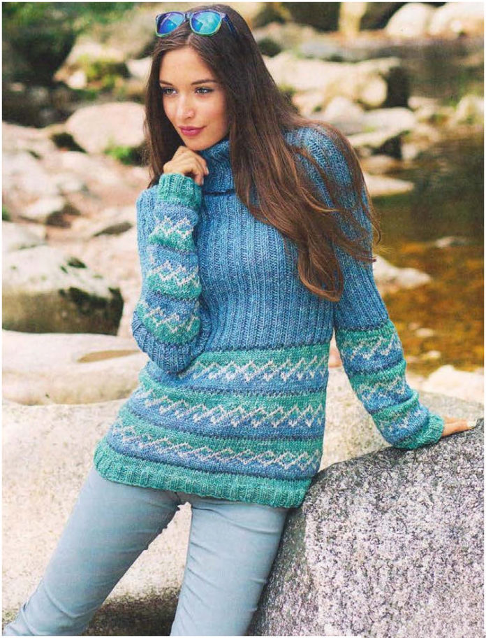 Теплый пуловер спицами с воротником гольф
