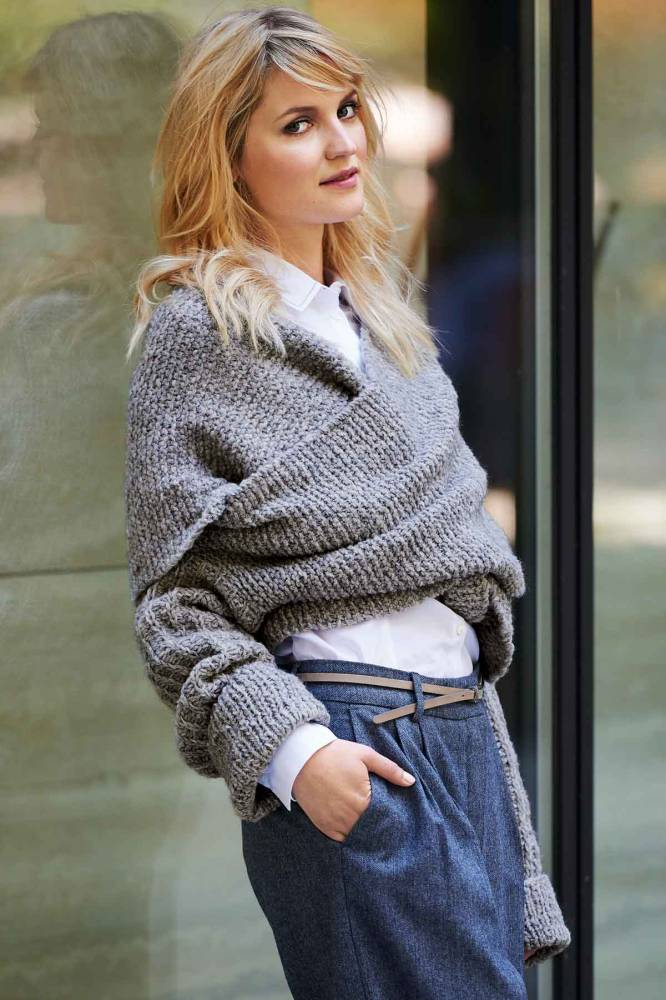 Накидка пуловер спицами накрест