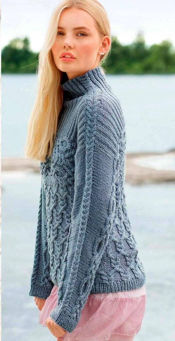 Теплый свитер спицами с узором из кос