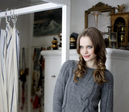Серый пуловер спицами с рукавом реглан схема вязания с подробным описанием для женщин