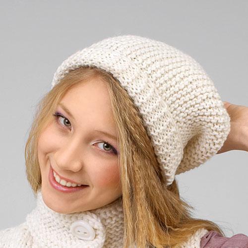 Схема шапки спицами белого цвета с отворотом