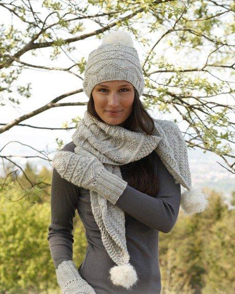 Шапочка, шарф и рукавички спицами из серой пряжи