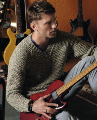 Мужской пуловер спицами в классическом стиле схема вязания спицами
