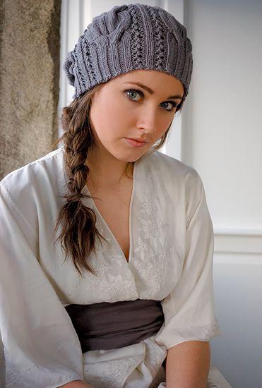 Вязанная шапка с косами от английского дизайнера Kim Hargreaves