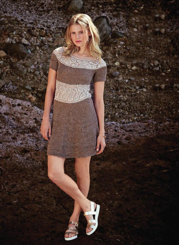 Женское платье спицами с ажурными вставками
