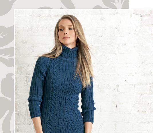 Синее платье спицами с рукавом реглан