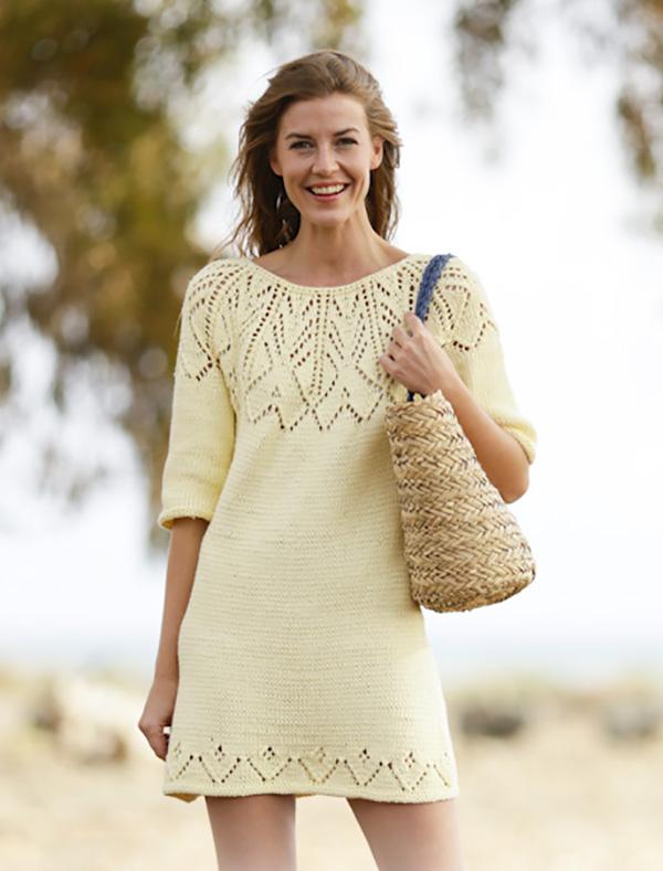 Вязаное платье спицами на кокетке с описанием