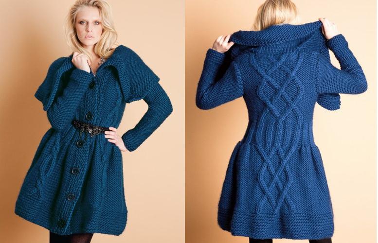 Женское вязаное пальто выполненое спицами