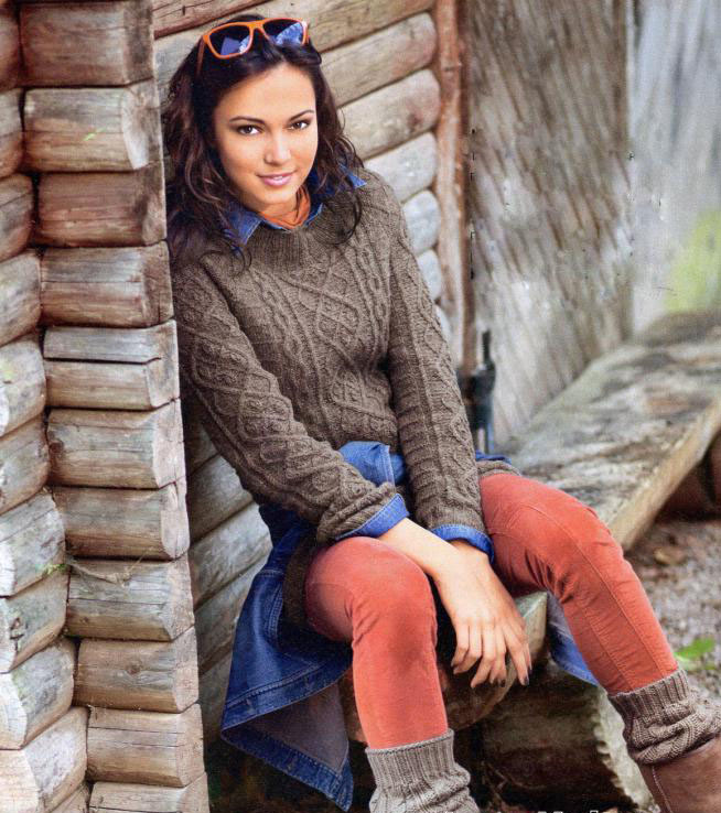 Женский свитер с проймой реглан