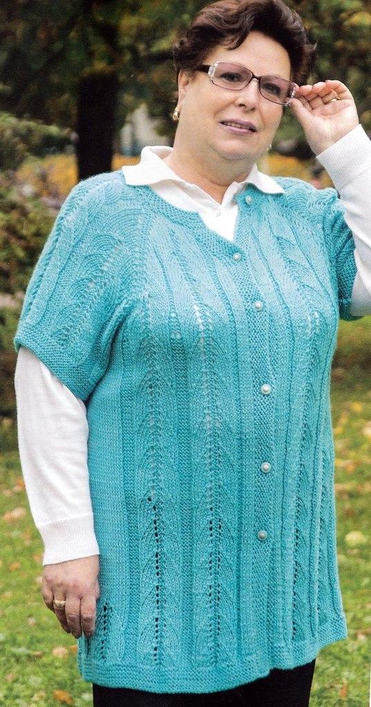 Голубой вязаный жилет для солидных дам