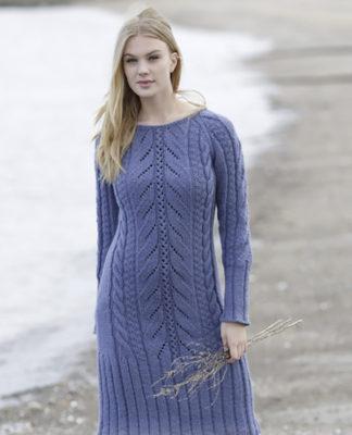Женственное платье с ажурным и рельефным узором схема вязания с подробным описанием