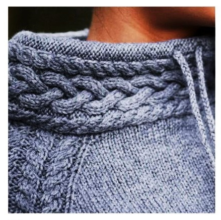 Спортивный пуловер спицами из кос и жгутов воротник пуловера