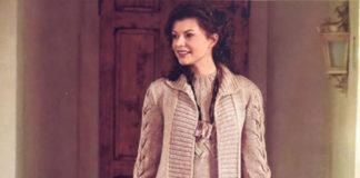 Бежевое пальто спицами с узором из Кос на рукавах схема вязания спицами с подробным описанием