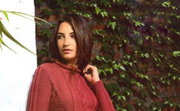 Красный пуловер спицами с рельефным узором схема вязания спицами с подробным описанием