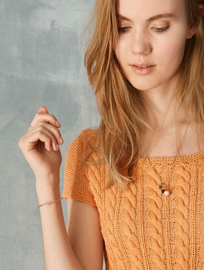 Оранжевое платье спицами с узором из кос схема вязания спицами с подробным описанием