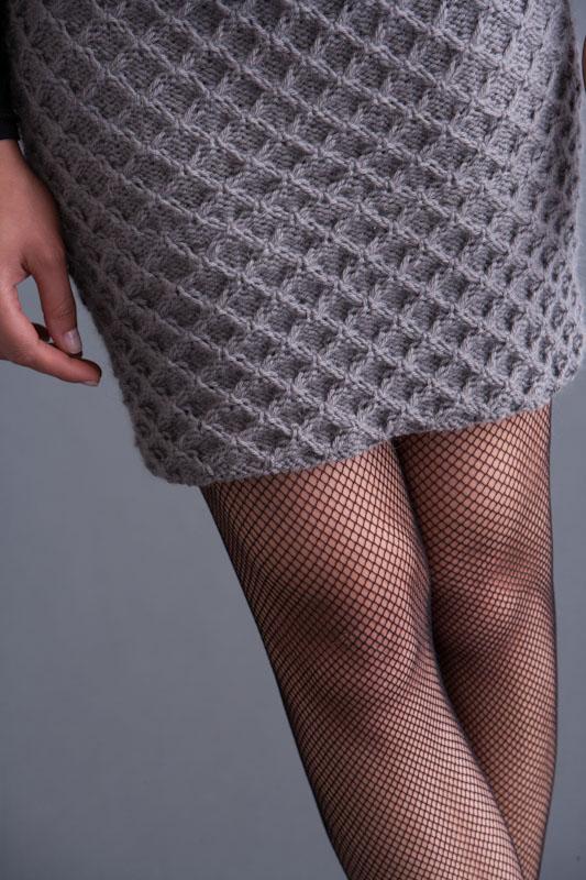 Бесшовная юбка спицами с узором соты от HANA JASON