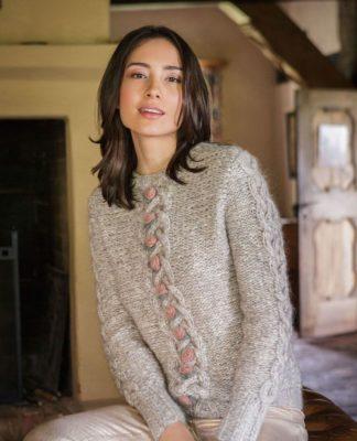 Оригинальный пуловер спицами с узором из кос и розочек Схема вязания с подробным описанием