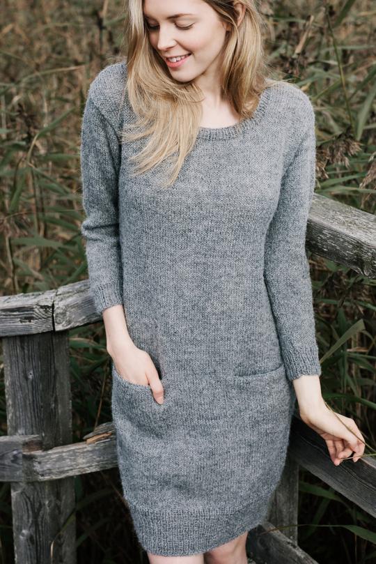 Базовое женское платье спицами с карманом схема вязания с подробным описанием