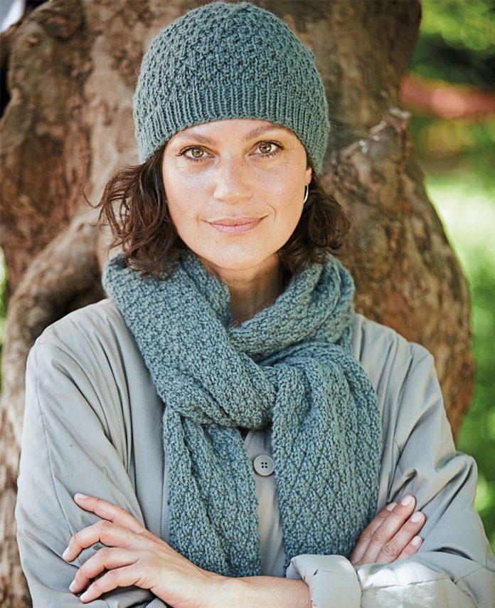 Вязаный комплект: шапка и шарф спицами подробное описание