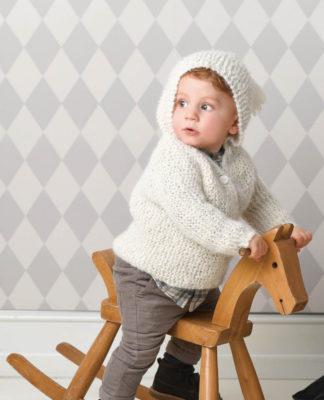 Кардиган для малышка с капюшоном с кисточкой схема вязания спицами с подробным описанием