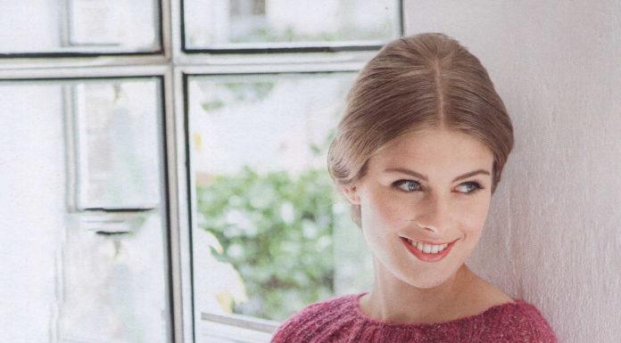 Пуловер с узором из кос из металлизированной нити схема вязания для женщин с описанием