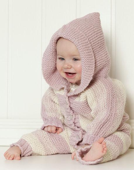 Комбинезон спицами с капюшоном для новорожденного