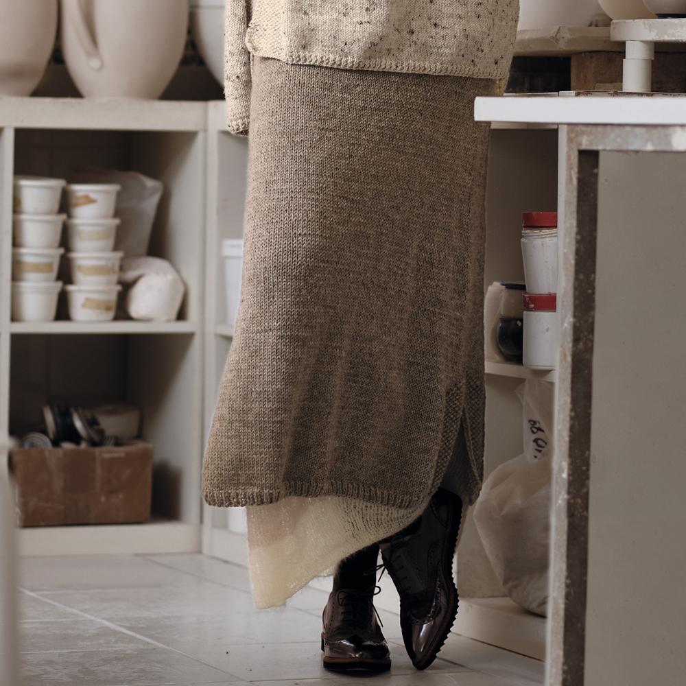 Вязаный костюм: Туника с широкими рукавами и двухслойная юбка в пол