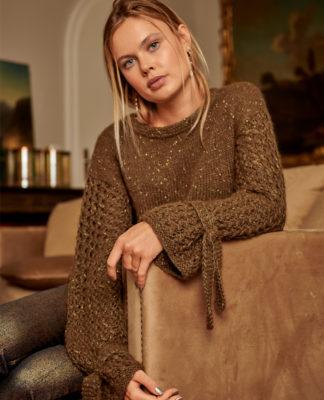 Пуловер спицами с удлиненными рукавами из пряжи с люрексом схема вязания с подробным описанием для женщин бесплатно