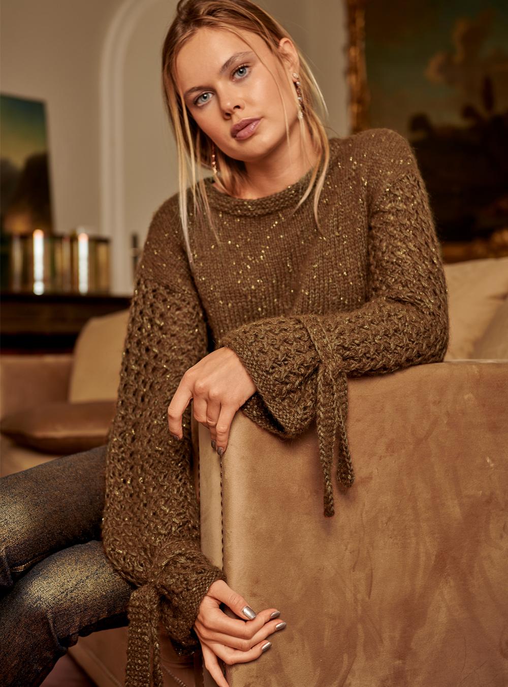 Пуловер спицами с удлиненными рукавами из пряжи с люрексом