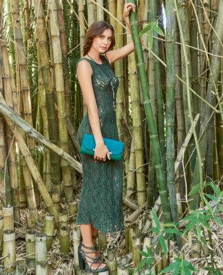 Длинное платье с ажурным волнообразным узором спицами схема вязания спицами